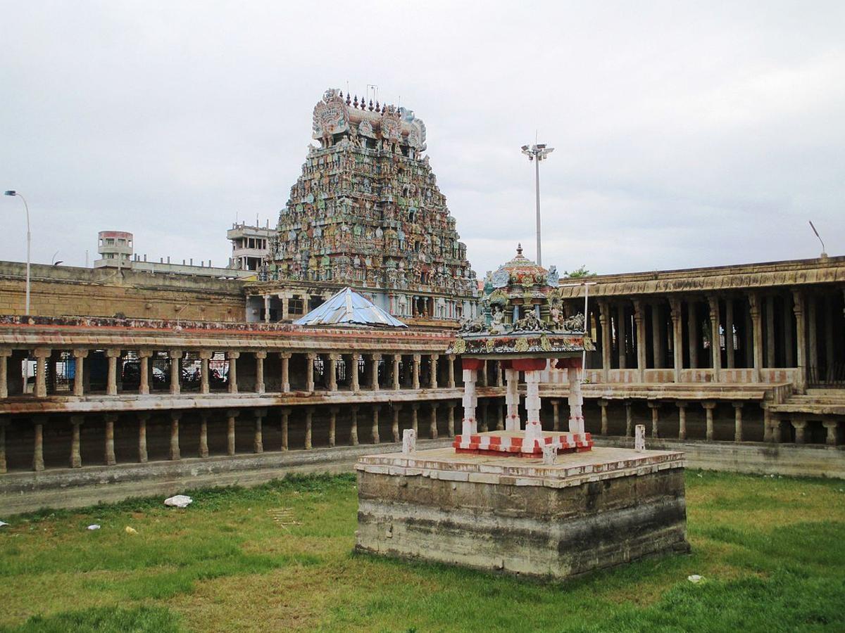 Thiruvanaikaval Temple - 5kms